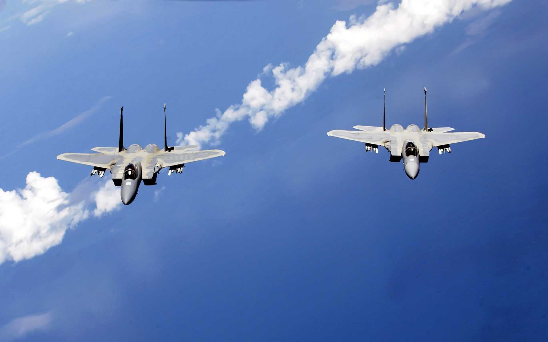 F 15 Eagles from the Air...