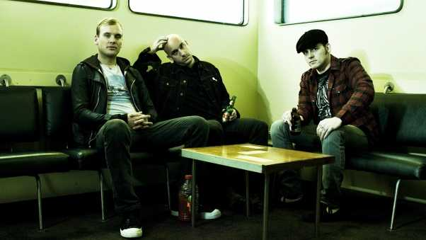 alkaline trio, chairs, table