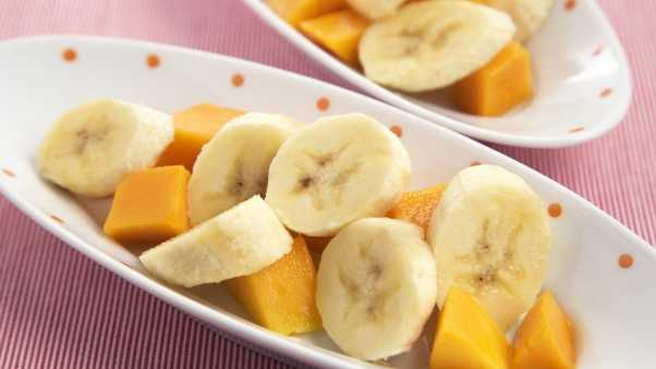 bananas, sliced​​, plate