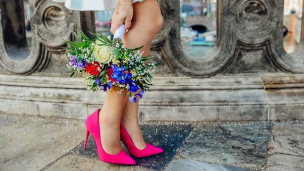 bouquet, girl, legs
