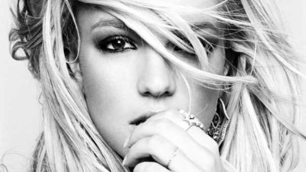 britney spears, face, hand