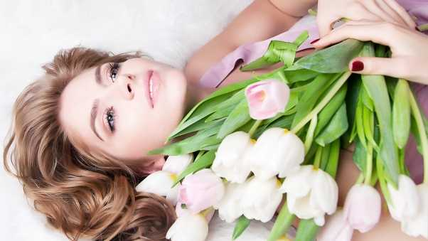 brown hair, bouquet, tulips