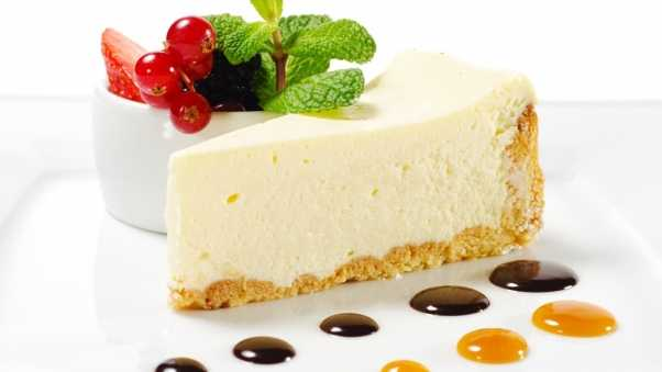 cheesecake, mint, berries