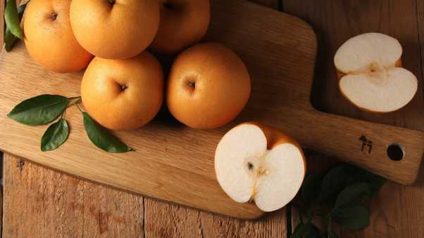chinese pear, fruit, cutting board