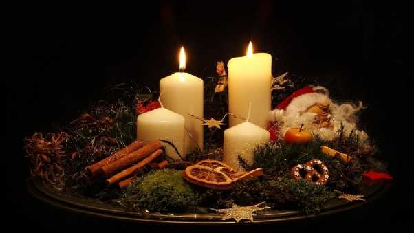 christmas candles, tray, pine needles