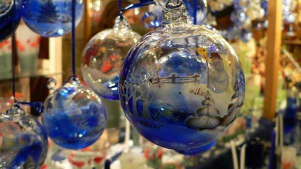 christmas decorations, balloons, glass