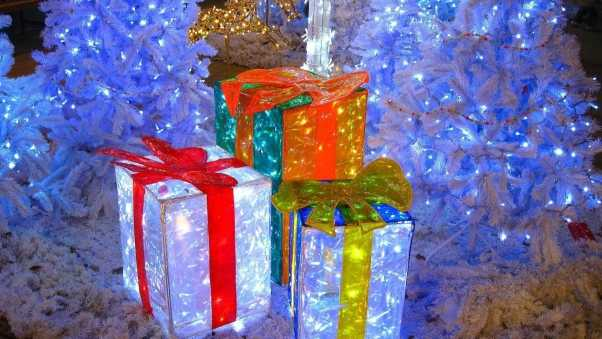 christmas trees, gifts, garlands