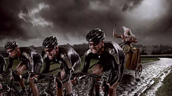 cyclists, chase, fight