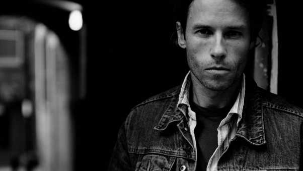 guy pearce, actor, jeans jacket