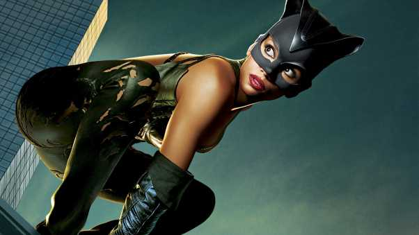 halle berry, catwoman, pose