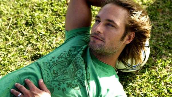josh holloway, blonde, grass