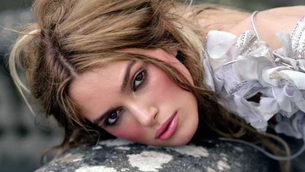 keira knightley, blond, blush