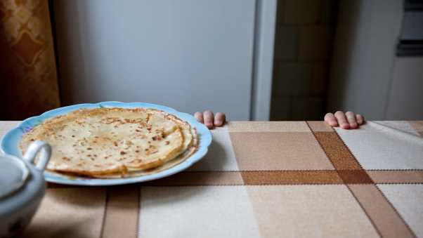 pancakes, table, fingers