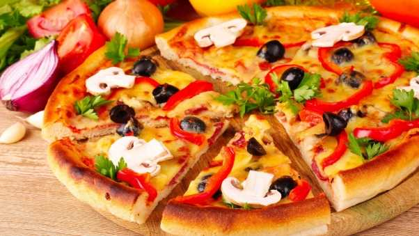 pizza, olives, mushrooms