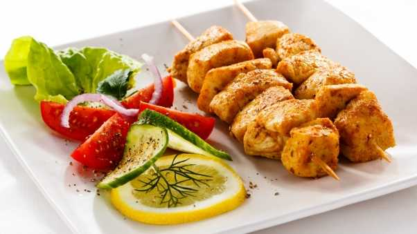 shish kebab, plate, lemon