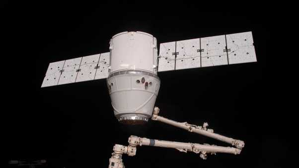 spaceship dragon, iss, space