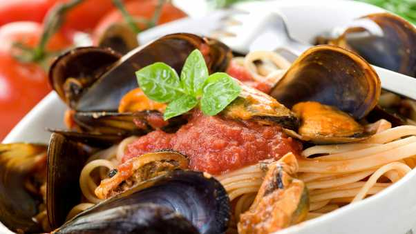 spaghetti, oysters, tomatoes